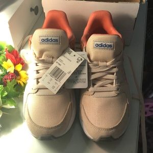 Adidas women sport shoes size 7 NWT